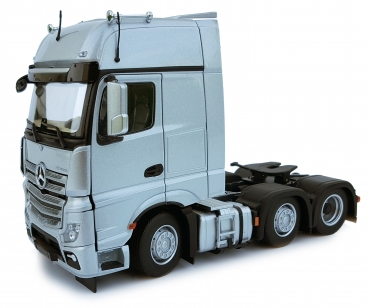 MarGe Models 1912-03 Mercedes Benz Actros Gigaspace 6x2 silber