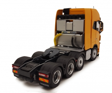MarGe Models 1915-03 Volvo FH16 8x4 Yellow