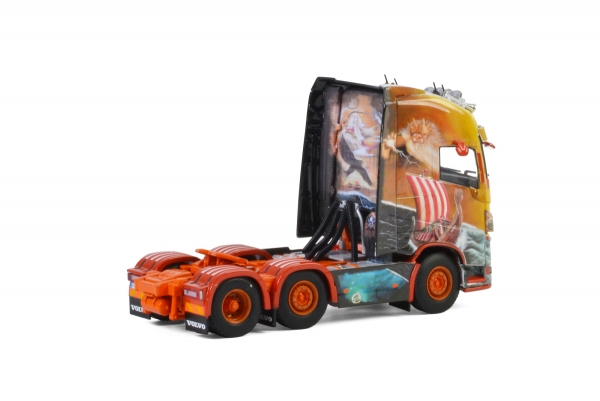 WSI Models 01-2593 Floro VOLVO FH4 GLOBETROTTER XL 6x2 TWIN STEER