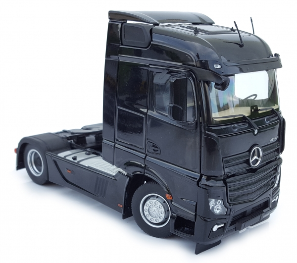 MarGe Models 1907-02 Mercedes-Benz Actros Streamspace 4x2 schwarz