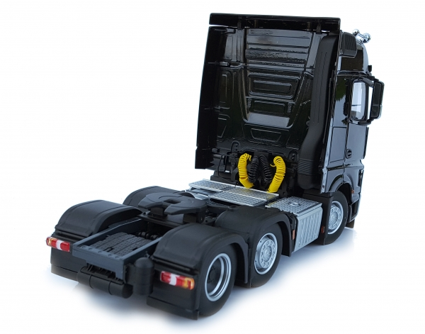 MarGe Models 1910-02 Mercedes-Benz Actros Bigspace 6x2 black