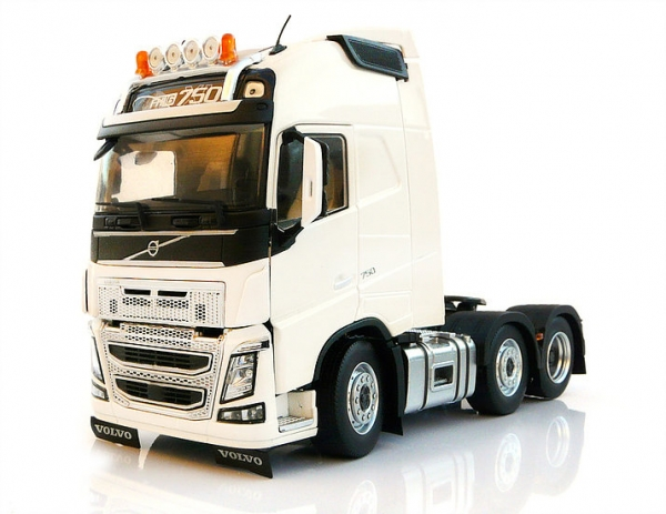 MarGe Models 1811-01 Volvo FH16 6x2 white