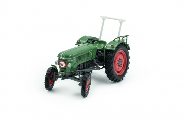 Universal Hobbies 5317 Fendt Farmer 2D with Rollbar