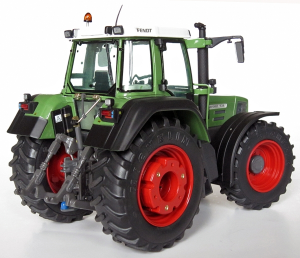 Fendt Favorit 926 Vario 1996-2000 Tractor 1:32 Model WEISE-TOYS